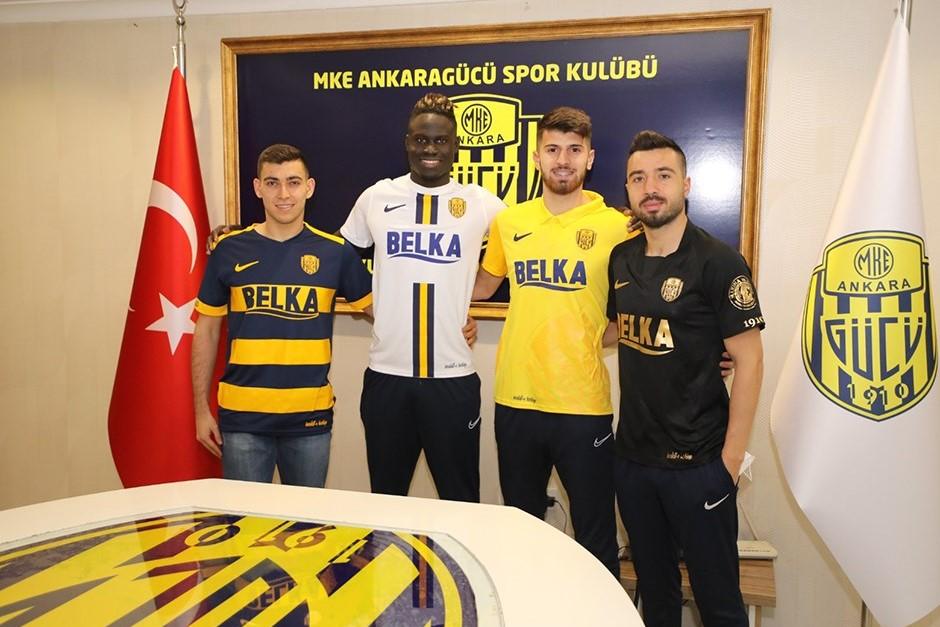 Super Liqa klubunda 4 transfer birdən -